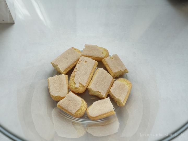 Löffelbiskuit (Savoiardi) für Erdbeer-Trifle
